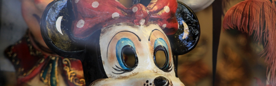 Venice Minnie Mouse mask 2